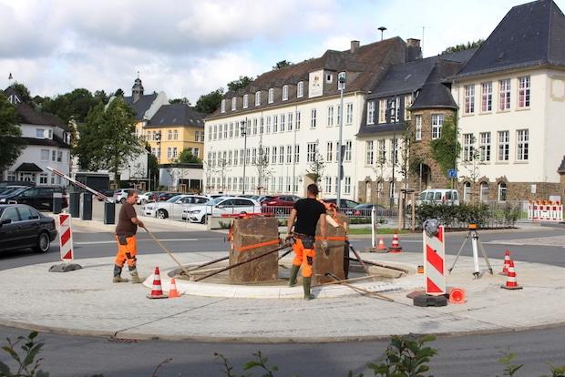 "Photo of Attendorn – ""Hucken-Kunst"" im Kreisverkehr"