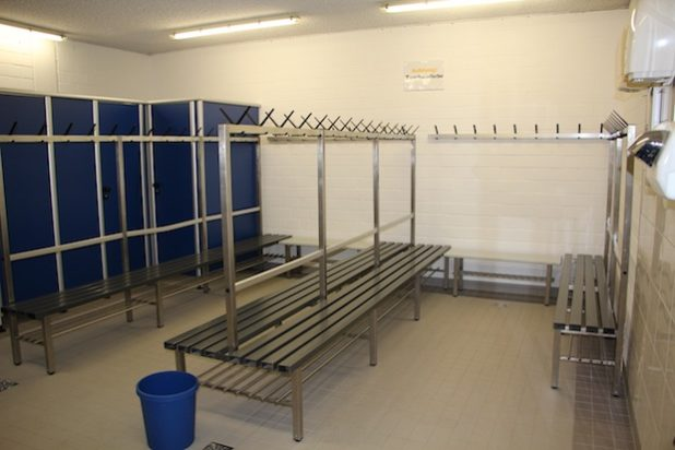 Herrenumkleide im Lehrschwimmbecken Störmede saniert