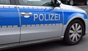 17-Jährige verletzt: Polizei sucht unfallflüchtigen roten PKW