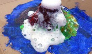 Vulkanausbruch selbst gemacht: Kinderworkshop in den Westfälischen Salzwelten