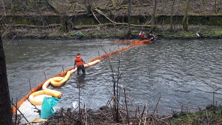 Photo of Aufwendigen Einsatz wegen Heizöl auf der Volme