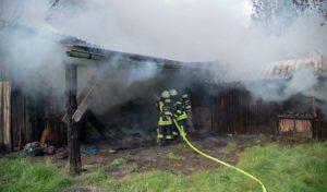 Scheune fällt Feuer zum Opfer