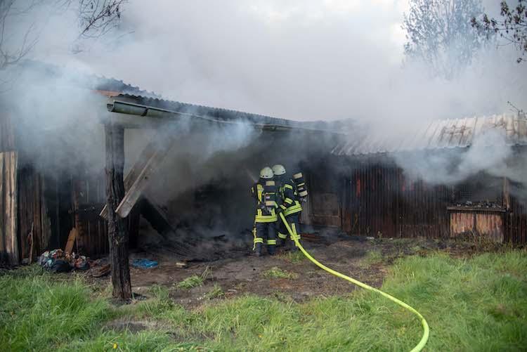 Photo of Scheune fällt Feuer zum Opfer
