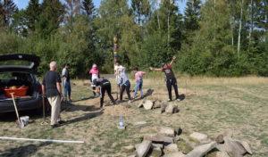 """Jugendliche bauen eigenes """"Waldsofa"""""""