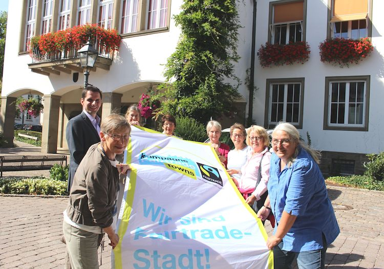 Photo of Die Fairtrade-Stadt Attendorn zeigt erneut Flagge