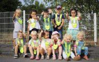 """Kita-Kinder sagen """"Danke"""" für Warnwesten"""