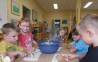 Apfelfest: Kitakinder begrüßen den Herbst