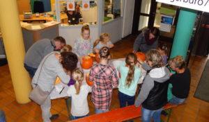 Kürbisgesichter selbst schnitzen – Angebot für Kinder