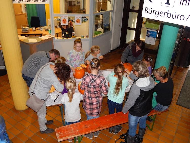 Photo of Kürbisgesichter selbst schnitzen – Angebot für Kinder