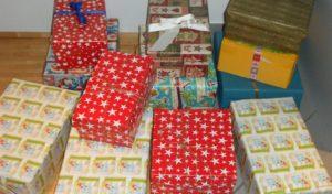 """""""Weihnachten im Schuhkarton"""": Kitas geben Pakete in der Tourist-Info ab"""