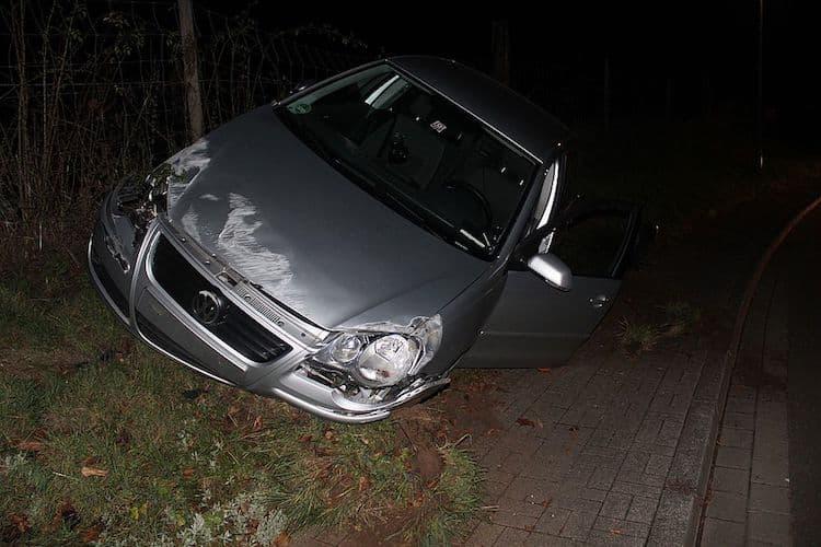 Photo of Überholmanöver innerorts endet mit Überschlag