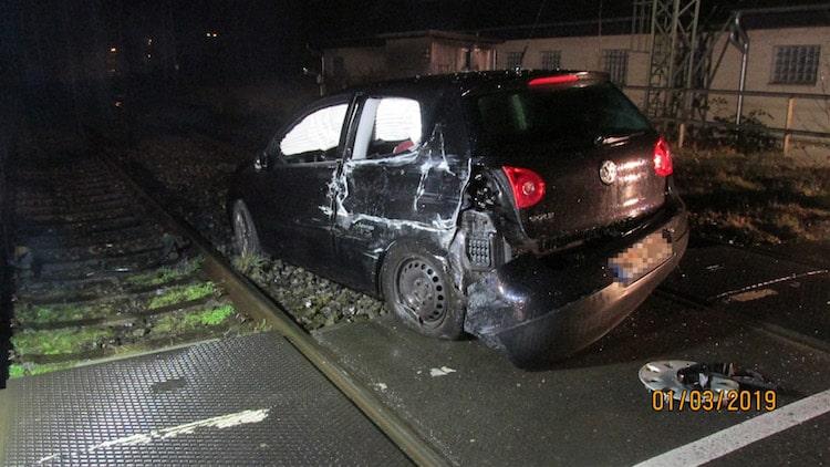 Photo of Verkehrsunfall – Zug kollidiert mit PKW
