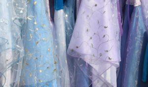 Die besten Stoffe, um wunderschöne Abendkleider für diesen Sommer zu kreieren