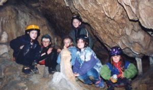 Erlebnisführungen durch die dunkle Dechenhöhle mit Museumsrally