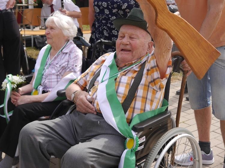 Photo of Schützenkönig mit 96 Jahren – Senioreneinrichtung feierte Schützenfest