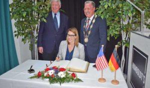 Vizegouverneurin von Minnesota besucht Lüdenscheid