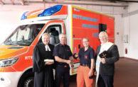 Neuer Rettungswagen für die Feuerwehr Menden wird gesegnet