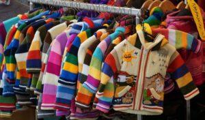 Ordnung in der Klamottenkiste der Kinder