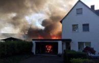 Feuerwehreinsatz in Lendringsen: Gartenhütte brannte an Wohnhaus