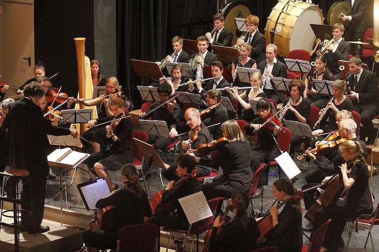 Photo of Kammerphilharmonie: Nichts ist, wie es scheint – Der Wolf und die Fünfte