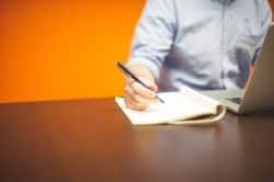 Bevor man eine Firma gründet, sollte man einen genauen Plan erstellen.
