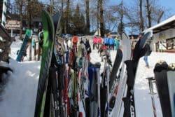 Wenn es im Familienurlaub in den Skiurlaub geht achten Sie auf gute Ski-Kleidung.