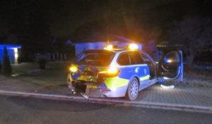 Taxi kollidiert mit Polizeistreife
