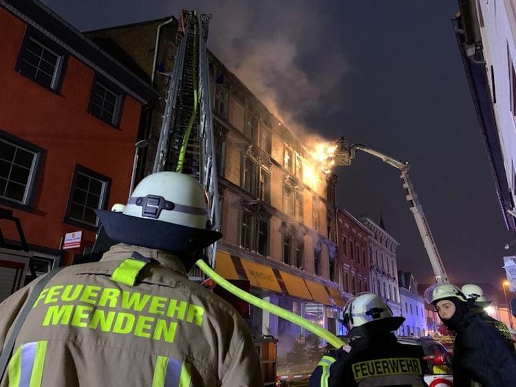 Photo of Feuerwehr-Einsatz bei Großbrand
