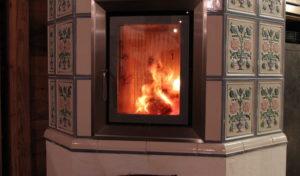 Das Haus noch gemütlicher gestalten, mit einem Kamin. Um an kalten Abenden das Licht und die Wärme zu geniessen