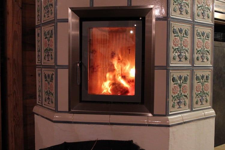 Photo of Das Haus noch gemütlicher gestalten, mit einem Kamin. Um an kalten Abenden das Licht und die Wärme zu geniessen