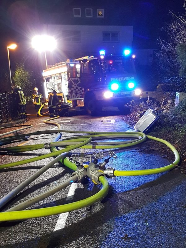 Photo of Feuerwehr rettet Menschen
