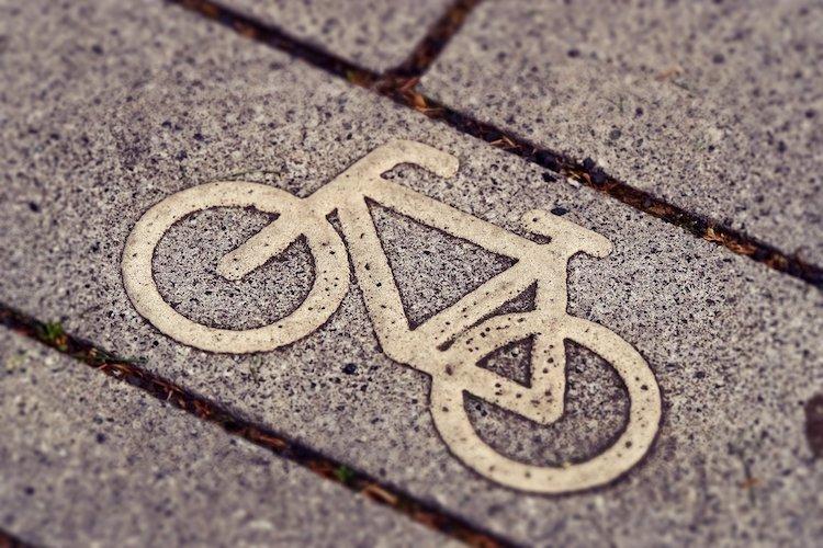 2019-12-19-Radweg-Fahrrad-Radfahrer-Autofahrerin