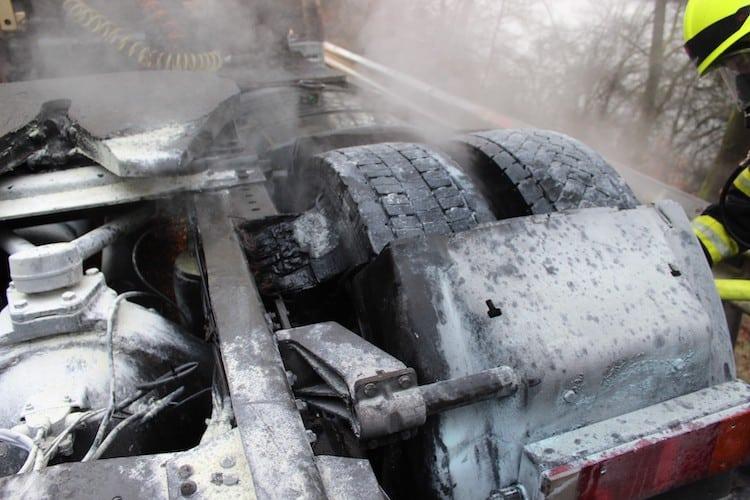 Photo of LKW-Reifen brennt