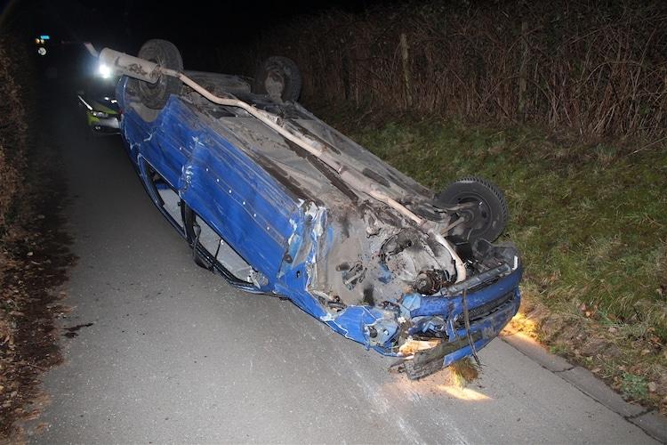 Photo of Fahrer verliert Kontrolle