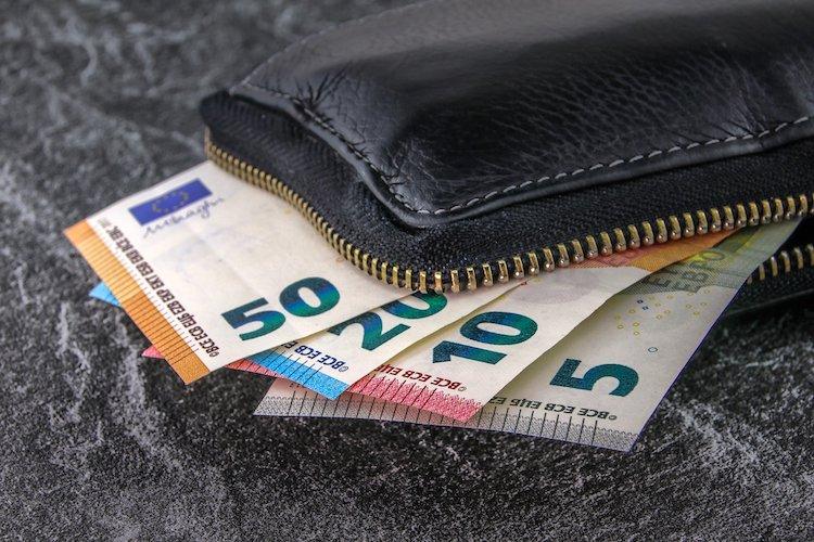 Photo of Finderin gibt Geldbörse ab