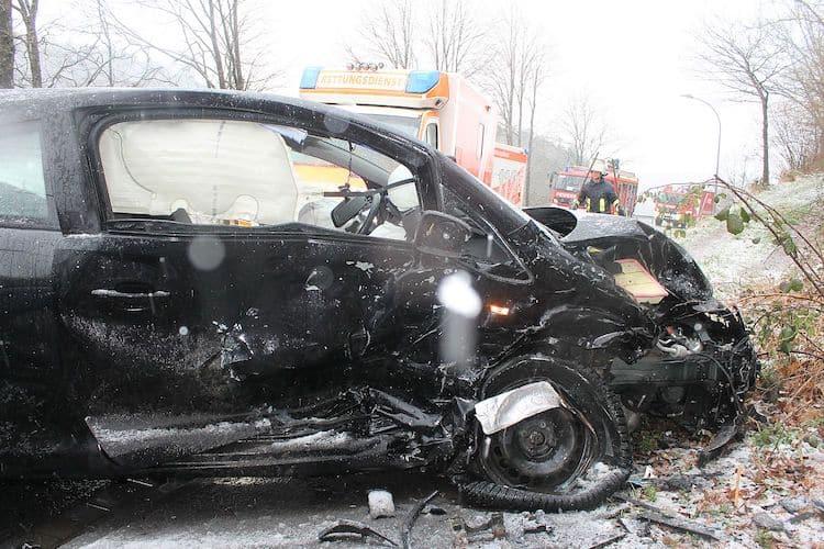 Photo of Fahrzeuge geraten ins Schleudern