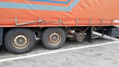 Photo of LKW fehlt ein Reifen