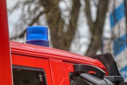 2020-03-19-Feuerwehr-Brand-Wohnhaus-Lagerfeuer-Neuenkleusheim-Waldgebiet-Ermittlungen-Garagenbrand