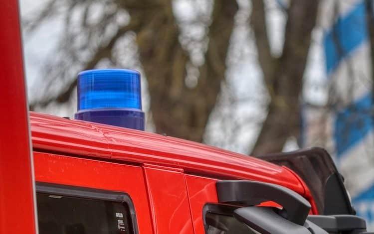 2020-03-19-Feuerwehr-Brand-Wohnhaus-Lagerfeuer-Neuenkleusheim-Waldgebiet-Ermittlungen-Garagenbrand-Zimmerbrand-Wohnungsbrand-Flugzeug-Mehrfamilienhaus-Brand