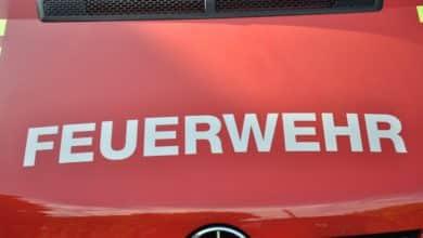 2020-04-09-Feuerwehr-Brand-Brand-Flammen-Brand-Entsorgungsunternehmen-Dachstuhl-Thülen