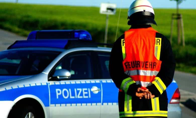 2020-05-05-Brand-Gebäude-Neuenkleusheim-Baum-Wohnwagen-Randalierer-Brand-Tiere-Brand-Brand-Braende