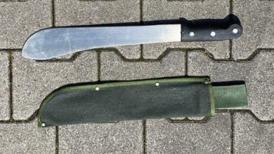 Photo of Bedrohung in Supermarkt – Beamte stellen Machete sicher