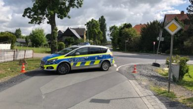 Photo of Kopfschütteln bei der Polizei – Autofahrer stellen Pylonen um