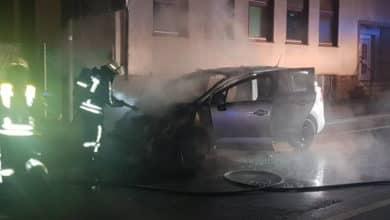 Photo of Vollbrand eines PKW und Brand in Gebäude