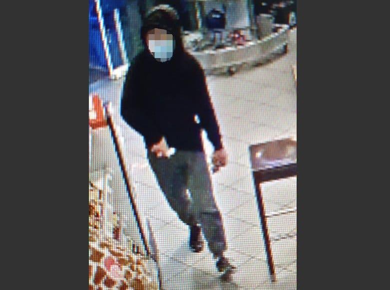 Photo of Maskierter überfällt Tankstelle mit Schusswaffe