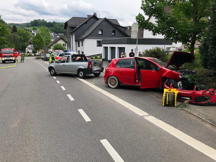 Photo of Zwei Unfälle beschäftigten die Feuerwehr am Wochenende
