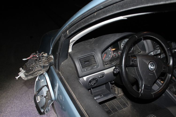 Photo of Unfall: Fahrzeuge stoßen mit Außenspiegeln aneinander