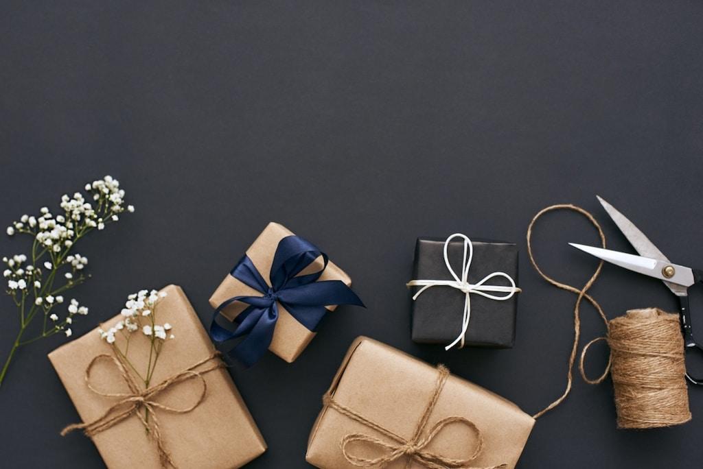 Ein Geschenk zu finden ist für viele nicht einfach. Dabei kommt es oft auch auf den Anlass an.