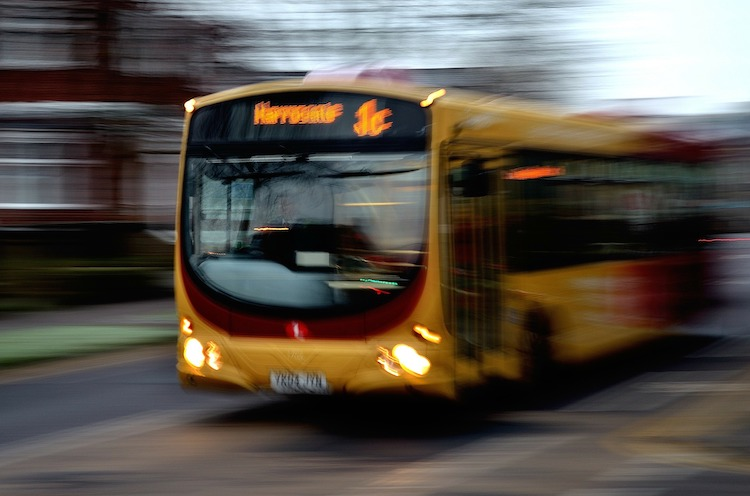 Photo of Lieferwagen-Fahrer ohrfeigt Busfahrerin