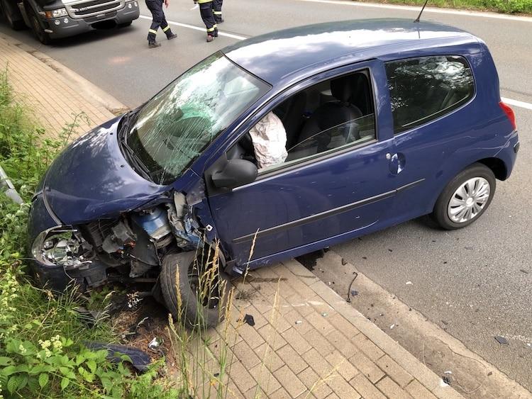 Photo of Kollision – Zwei Pkw Fahrer leicht verletzt
